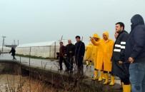 TARIM ARAZİSİ - Akdeniz'de Yağmur Sonrası Bozulan Yol, Köprü Ve Sokaklar Yenileniyor