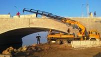Ayvalık'ta Deniz Manzaralı Gönül Yolu Köprüsü'nde Son Viraj