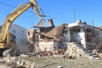 Elazığ'da Metruk Binaların Yıkımı Başladı
