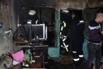 YANGINA MÜDAHALE - Kerpiç Evde Çıkan Yangında Köpekle Muhabbet Kuşları Telef Oldu