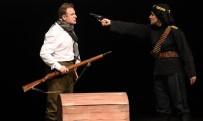 Mardin'de Vatandaşlardan Tiyatro Gösterimine Yoğun İlgi