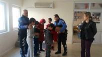 ENGELLİ ÖĞRENCİLER - Polisten Görme Engelli Öğrencilere Hediye