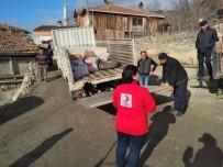 Türk Kızılayı'ndan Evi Yanan Aileye Yardım