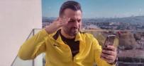 Ünlü Teknik Direktör Müzik Klipinde Rol Aldı