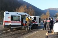Yollar Buz Tuttu, Kazalar Beraberinde Geldi Açıklaması 13 Yaralı