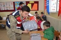 Çocuklardan Karne Dağıtan Mehmetçik'e Asker Selamı