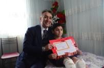 MILLI EĞITIM MÜDÜRLÜĞÜ - Evde Eğitim Gören Arda'nın Karnesini Evine Giden Vali Çağatay Verdi
