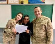 Jandarma Personeli, Öğrencilerin Karne Heyecanına Ortak Oldu