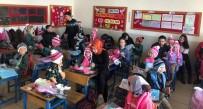 SOSYAL SORUMLULUK - Karne Hediyeleri Çocukların Yüzünü Güldürdü