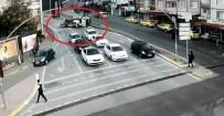AĞIR YARALI - Kocaeli'de 1'İ Ağır 3 Kişinin Yaralandığı Kaza Saniye Saniye Kameralara Yansıdı