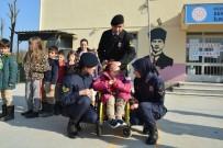 Minikler Karnelerini Jandarmanın Elinden Aldı
