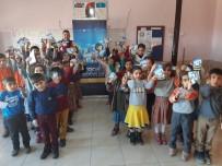 Öğrencilerin Karnesini Jandarma Verdi