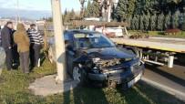 Otomobile Çarpıp Refüje Çıktı Açıklaması 1 Yaralı