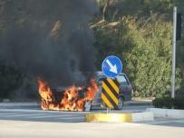Antalya'da Alev Alan Otomobil Kullanılmaz Hale Geldi