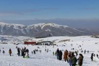 Elazığ'da Kayak Merkezi Tatilcilerle Doldu