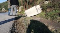 Kamyonet Yoldan Çıkıp Su Kanalına Devrildi