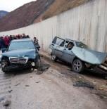 Kazaya Yardım İçin Durdular, Otomobil Çarptı Açıklaması 3'Ü Ağır 9 Yaralı