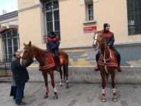 ÇEKIM - (Özel) İstiklal Caddesi'nde Atlı Polislerin Geçidi Turistlerden Büyük İlgi Gördü