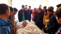 OKUL MÜDÜRÜ - Şampiyonluk Kupasını Hasta Öğretmenlerine Götürdüler