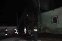 Tarsus'ta İki Evin Kullanılmaz Hala Geldiği Yangın Mahalleliyi Korkuttu