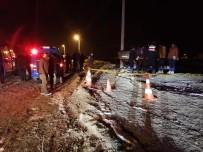Afyonkarahisar'da Otomobil Elektrik Direğine Çarptı Açıklaması 1 Ölü