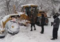 KARŞIYAKA - Belediye Karla Mücadele Ekibi Kaza Geçirdi