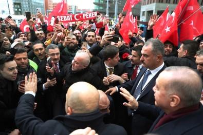 Cumhurbaşkanı Erdoğan Berlin'de Türklerin sevgi gösterileriyle karşılandı