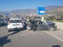 Dikkatsizlik Kaza Getirdi Açıklaması 3'Ü Ağır 8 Yaralı