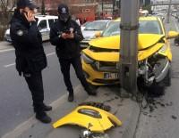 E-5'Te Ticari Taksi Aydınlatma Direğine Çarptı Açıklaması 1 Yaralı