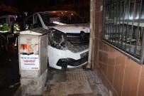 Elazığ'da Minibüs İle Otomobil Çarpıştı Açıklaması 3 Yaralı