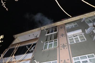 Evde Çıkan Yangında Mahsur Kalan Şahsı İtfaiye Ekipleri Kurtardı