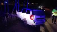 Otomobil Elektrik Trafosuna Çarptı Açıklaması 1 Yaralı