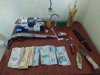 Uyuşturucu Satıcıları Yakayı Ele Verdi