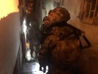 ANKARA EMNİYET MÜDÜRLÜĞÜ - Ankara'da Yabancı Uyruklu Uyuşturucu Satıcılarına Şafak Operasyonu Açıklaması 10 Gözaltı
