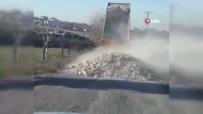 Hafriyat Kamyonu Sürücüsü Yola Hafriyat Döküp Böyle Kaçtı