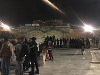 BIBER GAZı - İsrail Güçleri Mescidi Aksa'da Namaz Kılanlara Saldırdı