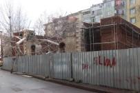 17 AĞUSTOS 1999 - İzmit'te Tarihi Caminin Duvarları Restorasyon Sırasında Yıkıldı