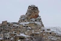 Kapadokya'da Çinli Turistlerin Kar Keyfi