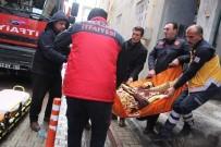 FETHİ SEKİN - Komşuları Aradı, İtfaiye Pencereden Girip Yaşlı Hastayı Kurtardı