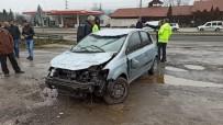 Otomobil Kanala Uçtu Açıklaması 3 Yaralı