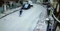 (Özel) Kadını Yerde Sürükleyip Telefonunu Çalan Kapkaççının Kaçma Anı Kamerada