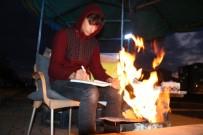 Üniversite Sınavlarına Seyyar Kuru Yemiş Tezgahı Başında Hazırlanıyor