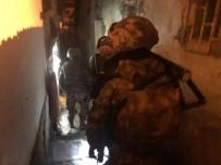 ANKARA EMNİYET MÜDÜRLÜĞÜ - Uyuşturucu Tacirlerine Şafak Operasyonu Açıklaması 10 Gözaltı