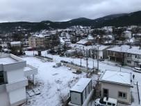 Büyükorhan Halkı Güne Kar Sürpriziyle Uyandı