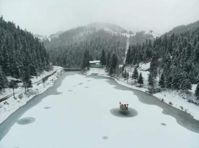 Doğa Harikası Akgöl Buz Tuttu
