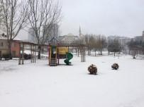 Elazığ'da Kar Yağışı Etkili Oldu, 73 Köy Yolu Kapandı