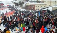LİSE ÖĞRENCİ - Erciyes'te Haftasonu Yoğunluğu Açıklaması 100 Bin Kişi Erciyes'te