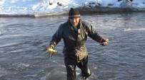 Eksi 25 derece soğukta balık avı