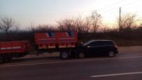 SANAYİ SİTESİ - Otomobil Traktör Römorkuna Çarptı Açıklaması 2 Yaralı