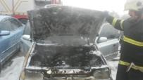 AKSARAY BELEDİYESİ - Otomobilde Çıkan Yangın İtfaiye Tarafından Söndürüldü